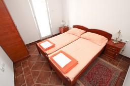 Спальня 2. Черногория, Пржно / Милочер : Апартамент для 4-5 человек, с 2-мя отдельными спальнями, с 2-мя балконами