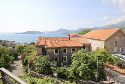 Вид на море. Черногория, Пржно / Милочер : Апартамент для 4-5 человек, с 2-мя отдельными спальнями, с 2-мя балконами