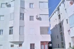 Однокомнатная квартира 30м2 в 400 метрах от моря и чистейшего песочно-галечного пляжа, рядом расположен сосновый бор. в Шушани