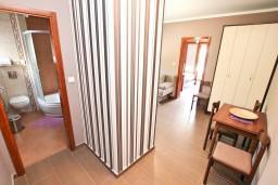 Обеденная зона. Черногория, Дженовичи : Современный апартамент с отдельной спальней