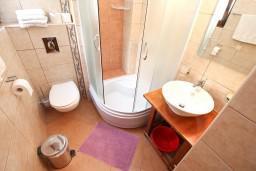 Ванная комната. Черногория, Дженовичи : Современный апартамент с отдельной спальней