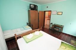 Студия (гостиная+кухня). Черногория, Лепетане : Студия для 3 человек, с террасой, возле моря