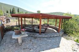 Территория. Черногория, Жанице / Мириште : 3-х этажный дом в Луштица (Радованичи) с 5-ю отдельными спальнями, с 5-ю ванными комнатами, с просторной гостиной, с большой крытой террасой, с зеленым двориком, с местом для барбекю, несколько парковочных мест