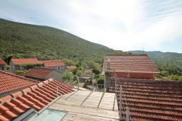 Терраса. Черногория, Жанице / Мириште : Дом в Луштице (Мркови) с 2-мя отдельными спальнями, с гостиной, с двориком, с террасой на крыше, 3G модем бесплатно