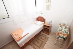 Спальня 2. Черногория, Рафаиловичи : Апартамент для 3-5 человек, с 2-мя отдельными спальнями, 50 метров до моря