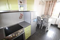 Черногория, Булярица : Апартамент для 4-5 человек, с отдельной спальней, с балконом с видом на море