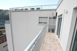 Балкон. Черногория, Доброта : Современный апартамент для 4-5 человек, с отдельной спальней, с балконом с видом на море