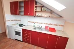 Кухня. Черногория, Кавач : Апартамент с отдельной спальней