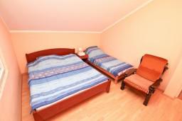 Спальня. Черногория, Кавач : Апартамент с отдельной спальней