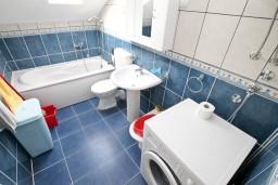 Ванная комната. Черногория, Кавач : Апартамент с отдельной спальней