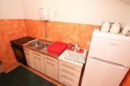 Кухня. Черногория, Доброта : Апартамент для 5 человек, с 2-мя отдельными спальнями, с большой гостиной, с балконом с шикарным видом на море