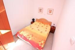Спальня. Черногория, Доброта : Уютный домик с отдельной спальней и с террасой