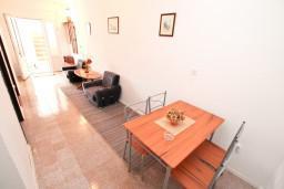 Студия (гостиная+кухня). Черногория, Селяново : Студия с террасой с видом на море, 20 метров до пляжа
