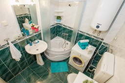 Bath room. Montenegro, Herceg-Novi : Apartment with 2 bedrooms in Herceg-Novi