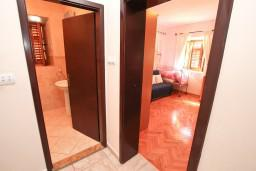 Коридор. Черногория, Пераст : Прекрасный каменный дом в Перасте с 3-мя отдельными спальнями, с большой гостиной, с 2-мя ванными комнатами, с большой террасой, с местом для барбекю, Wi-Fi, 20 метров до моря
