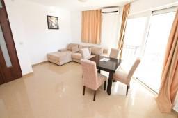 Гостиная. Черногория, Кавач : Апартамент для 4-6 человек, с 2-мя отдельными спальнями, с просторной гостиной, с 2-мя балконами