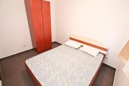 Спальня 2. Черногория, Кавач : Апартамент для 4-6 человек, с 2-мя отдельными спальнями, с просторной гостиной, с 2-мя балконами