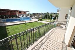 Балкон. Черногория, Кавач : Апартамент для 4-6 человек, с 2-мя отдельными спальнями, с просторной гостиной, с 2-мя балконами
