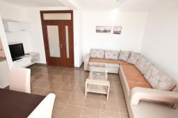 Гостиная. Черногория, Кавач : Апартамент для 4-6 человек, с 2-мя отдельными спальнями, с просторной гостиной, с террасой