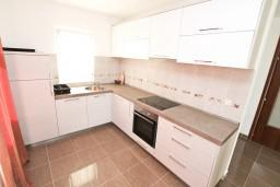 Кухня. Черногория, Кавач : Апартамент для 4-6 человек, с 2-мя отдельными спальнями, с просторной гостиной, с террасой