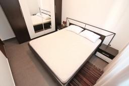 Спальня. Черногория, Кавач : Апартамент для 4-6 человек, с 2-мя отдельными спальнями, с просторной гостиной, с террасой