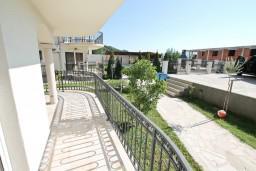Терраса. Черногория, Кавач : Апартамент для 4-6 человек, с 2-мя отдельными спальнями, с просторной гостиной, с террасой