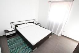 Спальня. Черногория, Кавач : Апартамент для 4-6 человек, с 2-мя отдельными спальнями, с просторной гостиной, с 2-мя балконами