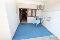 Терраса. Черногория, Кумбор : Апартамент для 5-7 человек, с 2-мя отдельными спальнями, с просторной гостиной, с большой кухней, с террасой