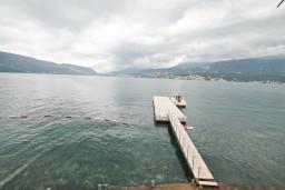 Вид на море. Черногория, Росе : Домик возле моря с террасой с шикарным видом на залив