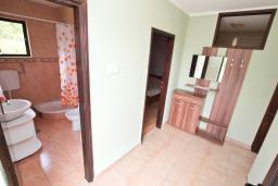 Коридор. Черногория, Росе : Апартамент с отдельной спальней, с большой гостиной, с 2-мя террасами