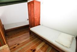 Спальня. Черногория, Утеха : Большой апартамент для 10-12 человек, с 3-мя отдельными спальнями, с огромной террасой с шикарным видом на море