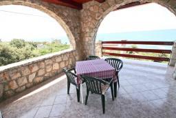 Терраса. Черногория, Утеха : Большой апартамент для 4-6 человек, с 2-мя отдельными спальнями, с террасой и балконом с шикарным видом на море