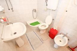 Ванная комната. Черногория, Шушань : Апартамент с отдельной спальней, с террасой