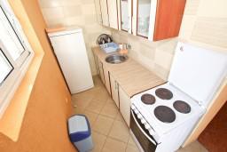 Кухня. Черногория, Шушань : Апартамент с отдельной спальней, с балконом