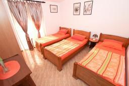 Спальня. Черногория, Шушань : Апартамент с отдельной спальней, с балконом