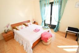 Спальня 2. Черногория, Будва : Апартамент для 8 человек, с 4-мя отдельными спальнями, с 3-мя ванными комнатами, с террасой и балконом с шикарным видом на море
