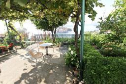 Терраса. Черногория, Святой Стефан : Студия с террасой с видом на море
