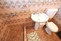 Ванная комната. Черногория, Петровац : Комната для 2 человек, с балконом