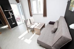 Гостиная. Черногория, Бечичи : Апартамент отдельной спальней, с балконом