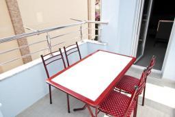 Балкон. Черногория, Бечичи : Апартамент отдельной спальней, с балконом