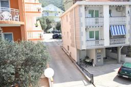 Вид. Черногория, Бечичи : Апартамент отдельной спальней, с балконом