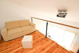Гостиная. Черногория, Булярица : Современный апартамент с балконом с шикарным видом на море, 80 метров до пляжа