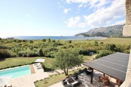 Вид на море. Черногория, Булярица : Современный апартамент с балконом с шикарным видом на море, 80 метров до пляжа