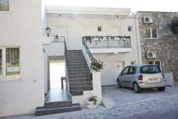 Фасад дома. SSLE в Свети Стефане