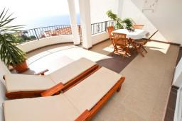 Терраса. Черногория, Святой Стефан : Апартамент для 4-5 человек, с 2-мя отдельными спальнями, с террасой с видом на море
