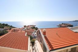Вид на море. Черногория, Святой Стефан : Апартамент для 4-5 человек, с 2-мя отдельными спальнями, с террасой с видом на море