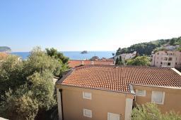Вид на море. Черногория, Петровац : Апартаменты с отдельной спальней, с балконом с видом на море