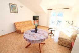 Гостиная. Черногория, Доброта : Апартаменты с отдельной спальней, с террасой с шикарным видом на море, 30 метров от пляжа