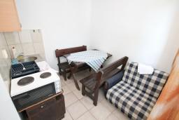 Гостиная. Черногория, Кумбор : Апартамент с отдельной спальней возле пляжа