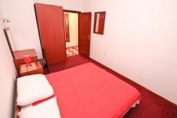 Спальня. Черногория, Столив : Апартамент для 4-5 человек, с 2-мя отдельными спальнями, с террасой